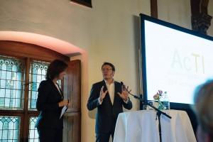Marielle Tweebeeke als dagvoorzitter tijdens het AcTI Innovatieconferentie 2016