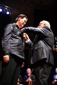Carel Kraayenhof wordt benoemd tot 'Officier in De Orde van Oranje-Nassau'.