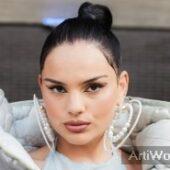 Famke Louise Zangeres Vlogger Rapper Model Boeken